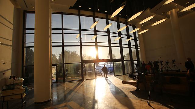חשש כבד. בית החולים שיבא, הבוקר (צילום: ירון ברנר) (צילום: ירון ברנר)