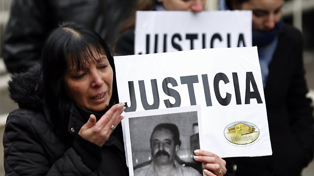 Families of victims protest in Argentina (Photo: Reuters)