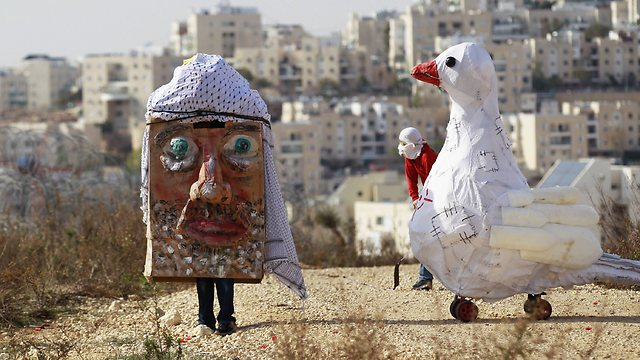 Palestinians protesting Kerry's visit (Photo: Reuters)