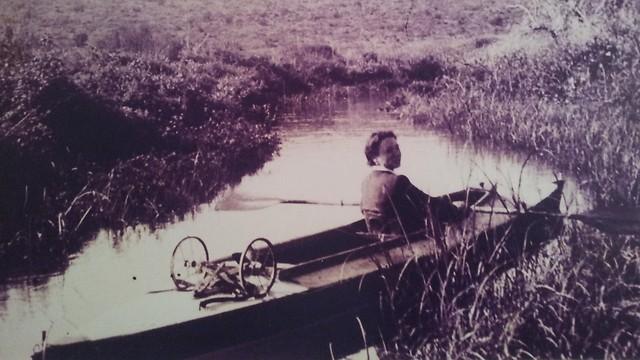 שיט קיאק בנחל תנינים, 1936 (צילום רפרודוקציה: זיו ריינשטיין) (צילום: זיו ריינשטיין)