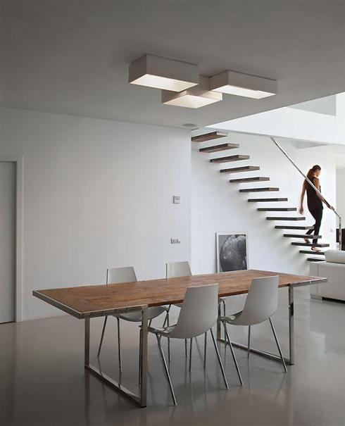 משחקי תאורה על תקרת הבית (צילום באדיבות קמחי תאורה) (צילום באדיבות קמחי תאורה)
