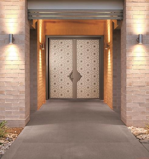 דלת כניסה בסגנון אמנותי (צילום באדיבות רשפים) (צילום באדיבות רשפים)