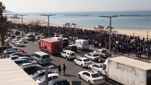 מחאת מבקשי המקלט בתל אביב, הבוקר (צילום: מוטי קמחי) (צילום: מוטי קמחי)