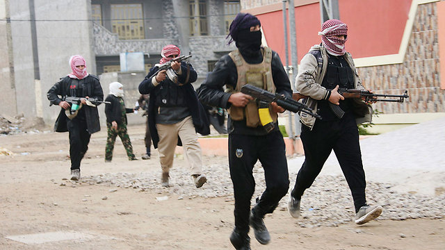Tribal fighters in Anbar province (Photo: Reuters)