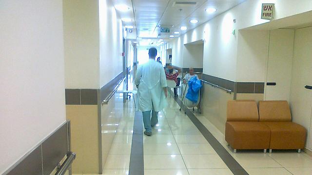 """הולך ופוחת. """"מחסור ברופאים - חלק מבעיה כוללת"""" (צילום: נרי ברנר)"""