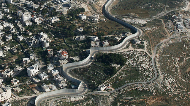 Separation barrier around Jerusalem (Photo: Lowshot) (Photo courtesy of Lowshot)