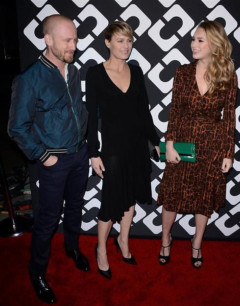 משפחה נורמלית. רובין רייט עם בן פוסטר ובתה דילן (צילום: MCT) (צילום: MCT)