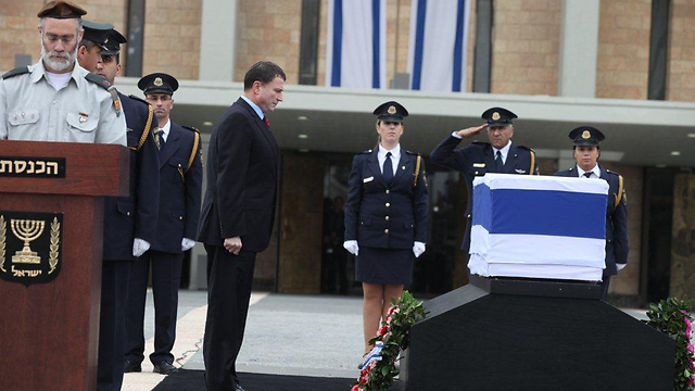 Sharon's casket at the Knesset (Photo: Knesset Spokesperson)