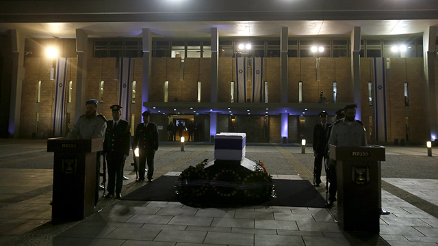 הארון מול רחבת הכנסת (צילום: AFP) (צילום: AFP)
