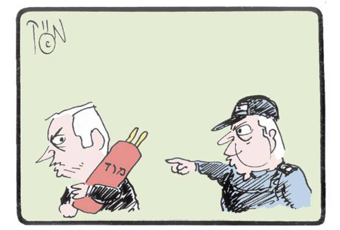 Sharon sending Netanyahu and his rebellion scrolls packing (Yedioth Ahronoth archive)