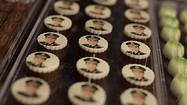 Defense Minister Abdel Fattah el-Sisi on chocolates ahead of vote (Photo: AP) (Photo: AP)