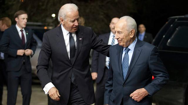 Peres and Biden (Photo: Leor Mizrahi)