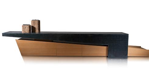 """""""חשוב שהשולחן הסלוני יהיה עשוי מחומרים 'גסים' ולא רגישים (באדיבות יפרח בן צבי) (באדיבות יפרח בן צבי)"""