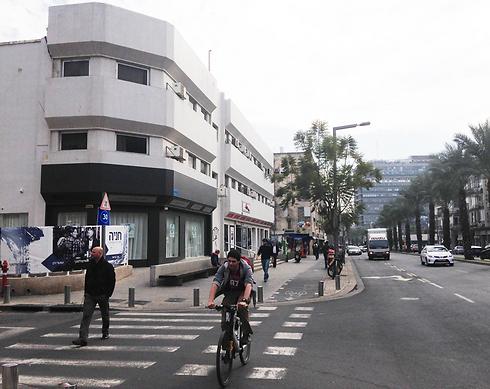 אבן גבירול בתל אביב. דוגמה לרחוב עם עירוב שימושים