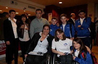 ענבל פיזארו והספורטאים הפראלימפיים (צילום: ראובן שוורץ) (צילום: ראובן שוורץ)
