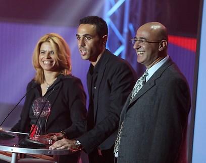 ערן זהבי מקבל את פרס כדורגלן השנה (צילום: ראובן שוורץ) (צילום: ראובן שוורץ)