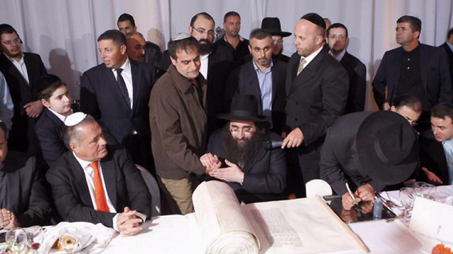 Police Commander Arbiv with Rabbi Pinto