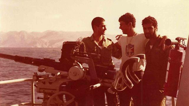 """צוות הספינה במשך השנים. אחד החיילים שנפרד מהספינה הוא דור שני באח""""י ניצחון (צילום: דובר צה""""ל) (צילום: דובר צה"""