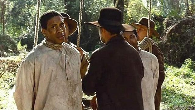 """מוציאים להורג ב""""12 שנים של עבדות"""" ()"""
