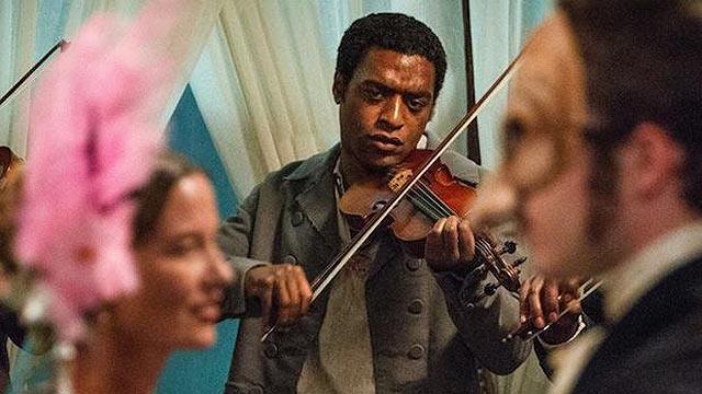 הוא גם מנגן בכינור, כמו טופול. צ'ואיטל אג'יופור כסולומון נורת'אפ ()