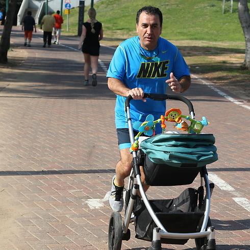 """""""הרגשה מצוינת"""", ארביב רץ בפארק (צילום: שאול גולן) (צילום: שאול גולן)"""