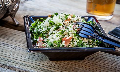 ארוחת מלכים. סלט קוסקוס עם סרדינים, שמשתדך נהדר עם ביצה עלומה (צילום: shutterstock) (צילום: shutterstock)