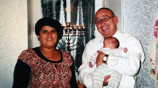 Avraham and Galit Tofan, with baby Yoseph (Photo: Reproduction/Gil Yohanan) (Photo: Reproduction / Gil Yohanan)