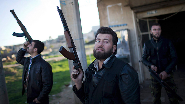 Syrian rebels in Aleppo (Photo: AP)