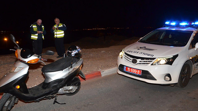 Police search for further hits (Photo: Meir Ohayon)