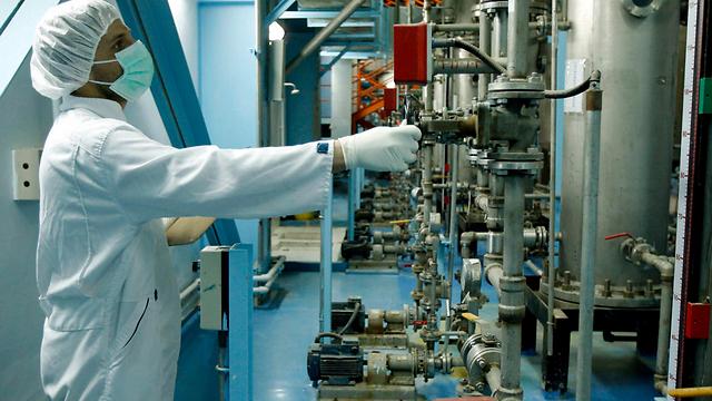 An Iranian technician at the uranium enrichment facility in Isfahan (Photo: EPA)