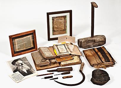 """החיפוש אחר המטאפיזי מוביל אספנים לגשש אחר פריטים נדירים ומיוחדים. החפצים של """"הרב הסנדלר"""" (צילום: קדם מכירות פומביות)"""