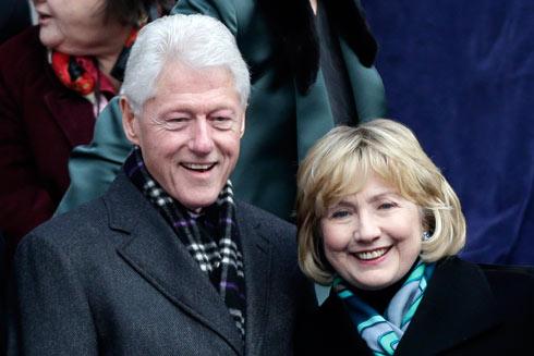 109 מיליון דולר מהרצאות מאז שנת 2001. ביל והילרי קלינטון (צילום: EPA) (צילום: EPA)
