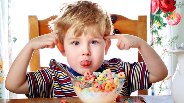 דגני בוקר. אם הם מלאים בסוכר וצבעי מאכל - הם לא ארוחת בוקר (צילום: shutterstock) (צילום: shutterstock)