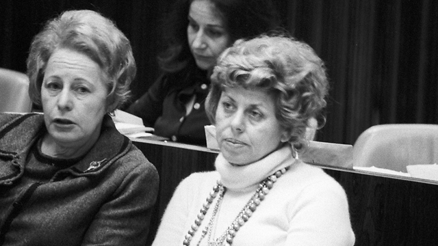 Aloni (right) in the Knesset in 1974 (Photo: David Rubinger)