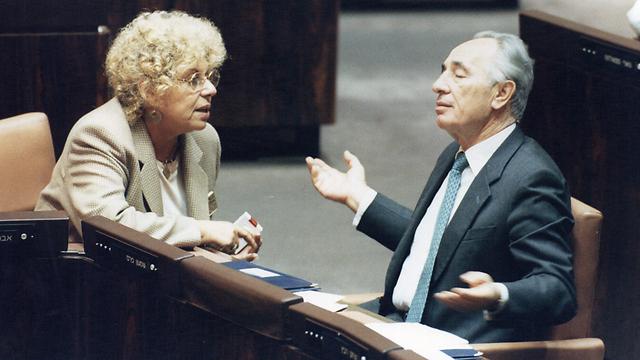 עם שמעון פרס בכנסת (צילום: זום 77) (צילום: זום 77)