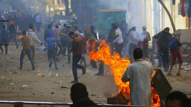 """קהיר בוערת בעימות נוסף בין """"האחים המוסלמים"""" לכוחות הביטחון (צילום: EPA) (צילום: EPA)"""
