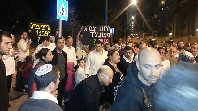 Lod's Jewish residents protest (Photo: Baruch Silver)