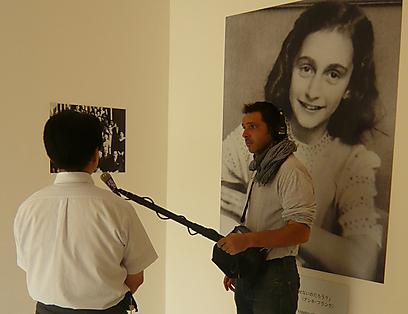 """""""היפנים תופסים את עצמם כקורבנות, בגלל הפצצות הגרעיניות שהוטלו על הירושימה ונגסאקי"""". אלן לפקוביץ' במוזיאון ביפן (צילום: באדיבות אלן לפקוביץ) (צילום: באדיבות אלן לפקוביץ)"""