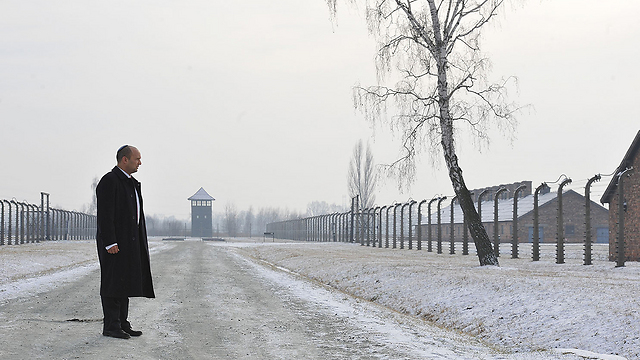 Minister Bennett at Auschwitz (Photo: Israel Bardugo)