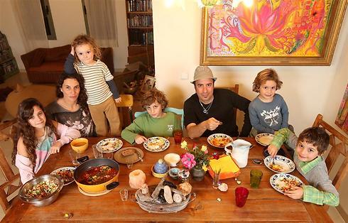 חוויה משפחתית - משפחת סלוצקי בהרכב מלא (צילום: אלעד גרשגורן) (צילום: אלעד גרשגורן)