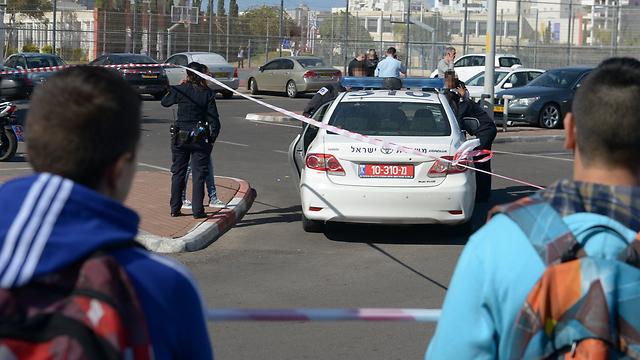 כוחות משטרה הוזעקו למקום הדקירה  (צילום: אבי רוקח) (צילום: אבי רוקח)