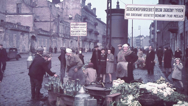 Jews in the Warsaw ghetto (Photo: Getty Images) (Photo: Getty Images)