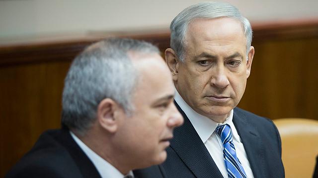 ראש הממשלה נתניהו והשר יובל שטייניץ (צילום: יונתן זינדל / פלאש90)