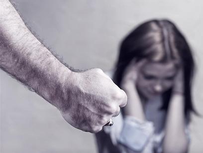 התנפל על הילדה וחברותיה (צילום: shutterstock)
