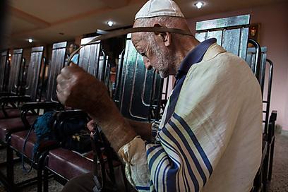 בבית הכנסת הספרדי (הפעם הכוונה לעדות המזרח) (צילום: בני לוין)