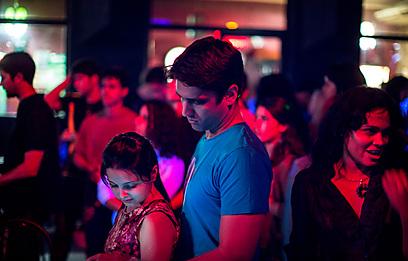 ערב ריקודים במועדון הקהילה היהודית בהוואנה (צילום: אלי אטיאס)