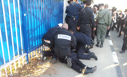 Police arrest haredi man in Bnei Brak (Photo: Gilad Morag)