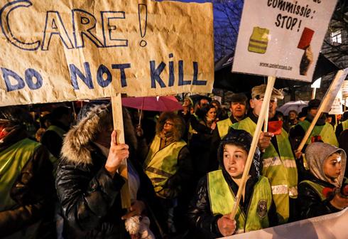 מפגינים נגד החוק הבלגי ערב אישורו, ב-2014 (צילום: EPA) (צילום: EPA)
