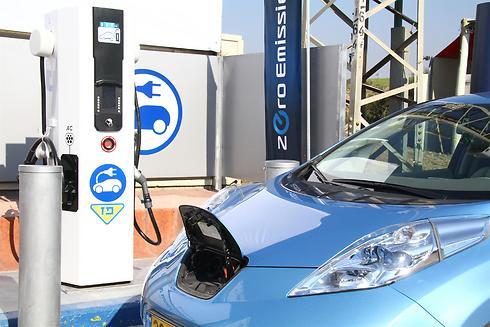 ומה קורה עם רכב חשמלי ולא מזהם? אין כאלה (צילום: אסף לב) (צילום: אסף לב)