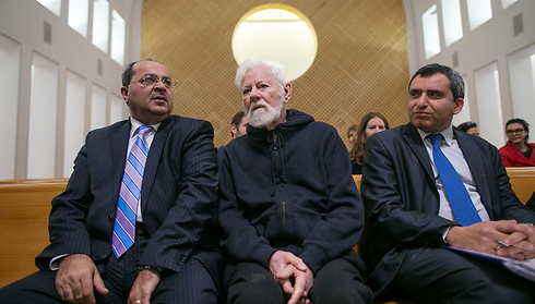 Avnery with Arab MK Ahmad Tibi (L) and Ze'ev Elkin in the High Court of Justice (Photo: Ohad Zwigenberg)